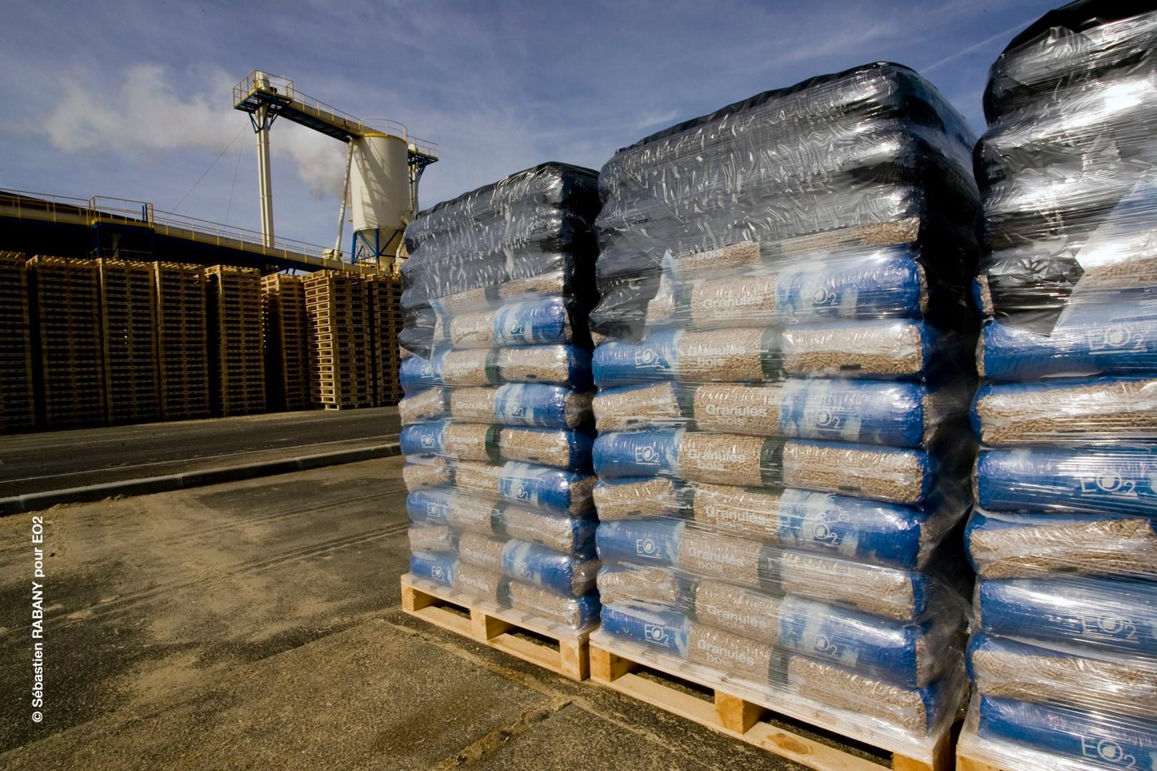Livraisonà domicile de granulés bois EO2 en palette de 66 sacs Vente et livraison de pellets  # Livraison Granulés Bois